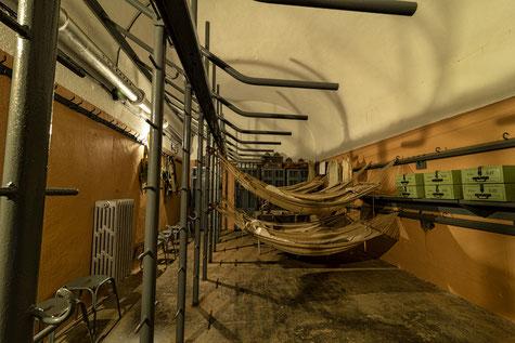 Chambre de troupe à 26 hamacs (photo: Patrimoine en images)