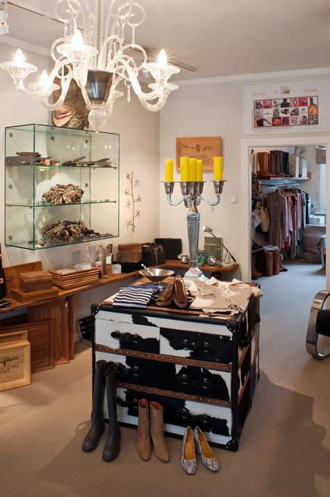 Ausgefallene Möbel, Designerstücke,Spezialanfertigungen,Kronleuchter,Sonderwünsche,Inspiration,schöne und seltene Hölzer.