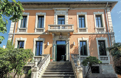 Villa Datris, à 15 minutes des chambres d'hôtes du clos des Sorgues