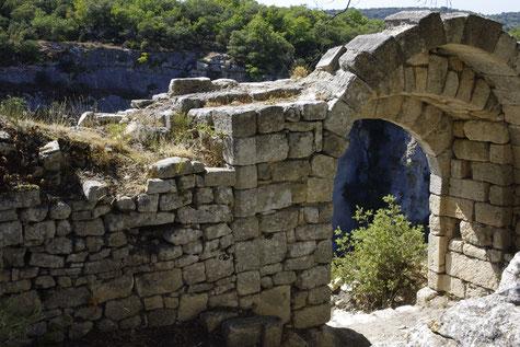 Le fort de Buoux dans le Luberon