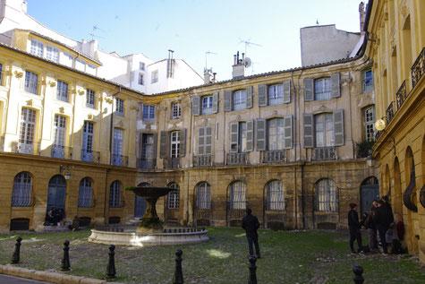 "Der ""place d'Albertas"" Platz in Aix-en-Provence"