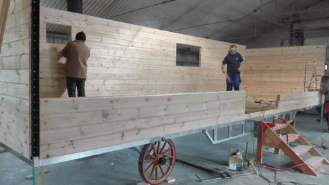Construction  de la roulotte  du clos des sorgues