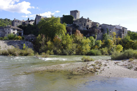 Montclus village in a loop of the Cèze river