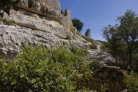 Le fort de Buoux située sur un plateau escarpé