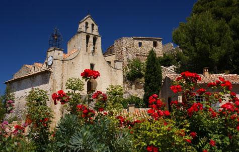 Gigondas Kirche in einem hübschen Weindorf.