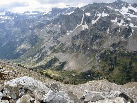 Blick auf den Lake Solitude Trail und Cascade Canyon