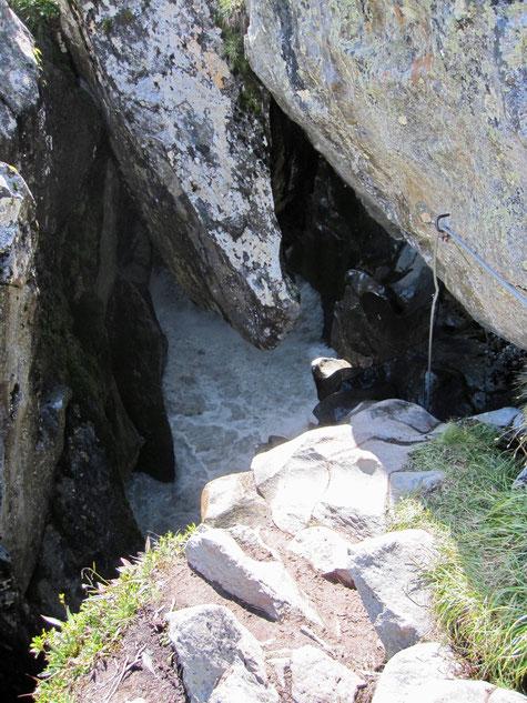 Der Einstieg in den Höllenrachen Klettersteig