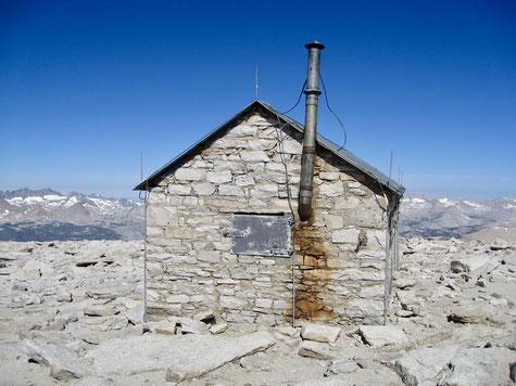 Wetterschutzhütte auf dem 4.421 Meter hohen Gipfel des Mount Whitney