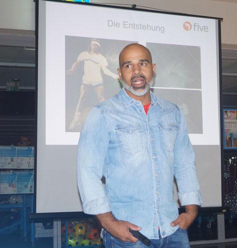 Im Genthiner Shivanja-Studio erklärt Marco Montanez das Five-Trainingskonzept. Foto: Alpha-Report