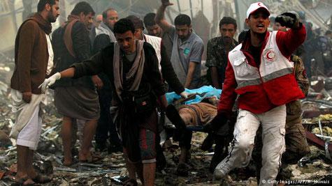 Bild nach der Bombardierung einer Beerdigung