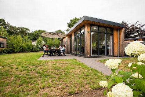 Aankopen recreatiewoning voor 5 personen op de Veluwe met grote eigen tuin met veel privacy in Ede