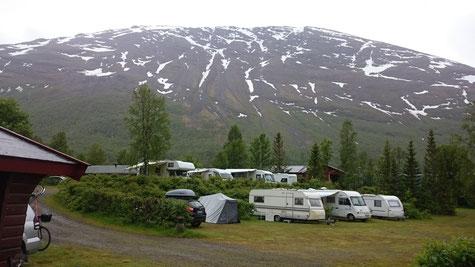 Schnee bis auf Meereshöhe südlich um Tromso
