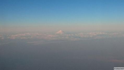 die Ausblicke während des Fluges im Iran waren gigantisch und hier sieht man Irans höchsten Gipfel, den Damavand