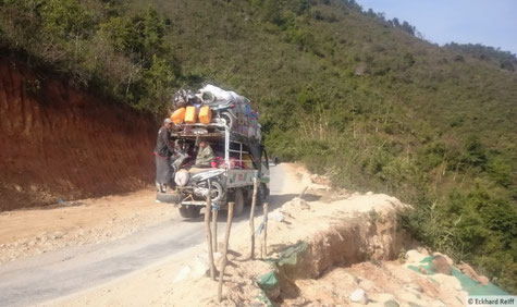 kurz nach Kyaing Tong, Motorradtransport