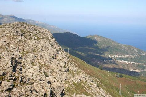 rechts die Ausläufer von Bastia