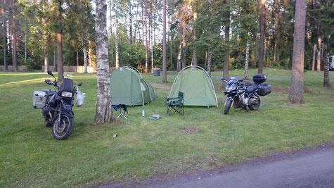 warten auf Einlass beim Festival-Camping