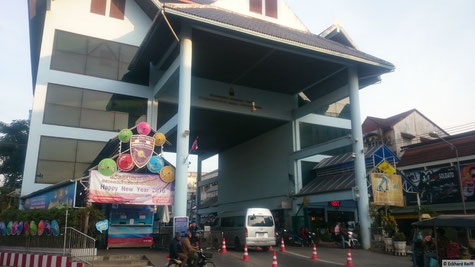 morgens um sieben ist an der Ausreise von Thailand nach Myanmar schon richtig was los