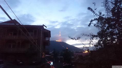 zurück in Tiflis gab es gleich mal eine unglaubliche Sicht auf den Fernsehturm