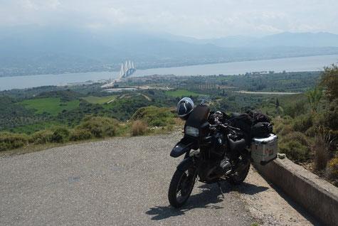 Blick zurück nach Patras auf dem Weg ins Landesinnere