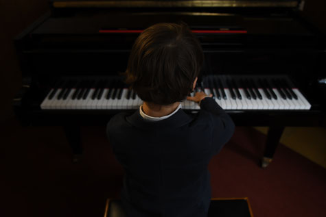 Junge erhält Musikunterricht in der Musikschule München Schwabing