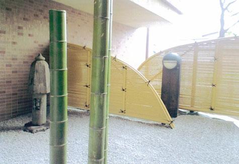 光悦垣、防草シート、白河砂敷、竹