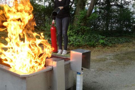 Sabine Breuer von safety steps aus Weßling bei München bei einer Brandschutzübung