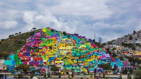 Un quartier peint aux couleurs de l'arc-en-ciel contre la violence au Mexique