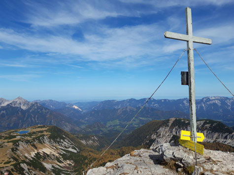 Schrocken Gipfel mit Blick auf das Tote Gebirge, das Hinterstoder Skigebiet und das Sengsengebirge