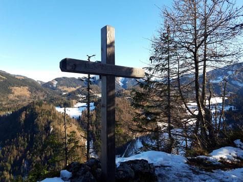 Gipfelkreuz des Kleinen Warscheneck bei Rosenau am Hengstpass, im Hintergrund die Ausläufer der Haller Mauern