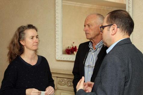 Frau Angela Verhoeven im Gespräch mit Klaus Baldauf (Club Präsident) und Jacek Jeremicz (Club Vize-Präsident)