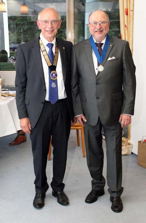 Hermann Büsing, Governor 2020/2021 verleiht Ralf-Otto Gogolinski die Walter-Zeller-Medaile im Rahmen der Amtsübergabe am 25. September 2020 in Braunschweig