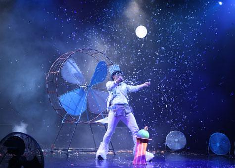"""Foto: Theater des Lachens, Fotograf: Bostjan Lahn, aus der Inszenierung """"Der kleine Wind"""""""