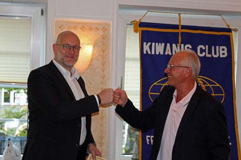 von links: Olaf Runge und Klaus Baldauf (Clubpräsident 2019/2020) - Foto ROG