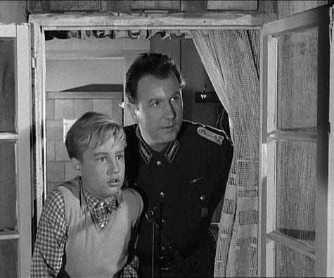 """DDR-Filmstar Günther Simon als Oberleutnant der Grenztruppen in """"Der Moorhund"""""""