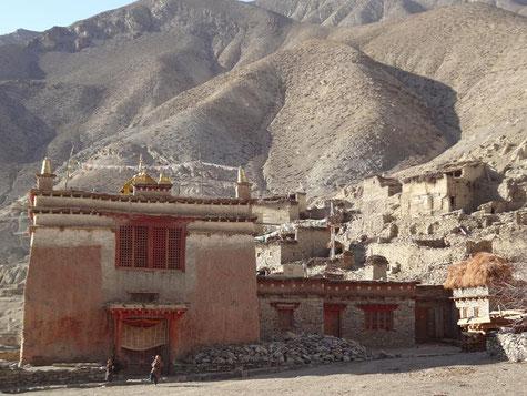 Kloster und einfache Siedlungen. Foto von Susanne Stein