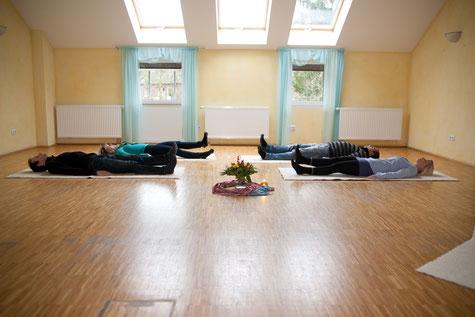 Businessyoga, Yoga Neuss, Yoga Düsseldorf, PME, Gesundheitsprävention, Gesundheit, Entspannung Gesundheitstraining Training