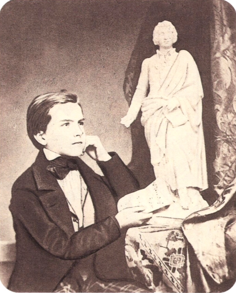 モーツアルトの塑像とともに。1853年・14才