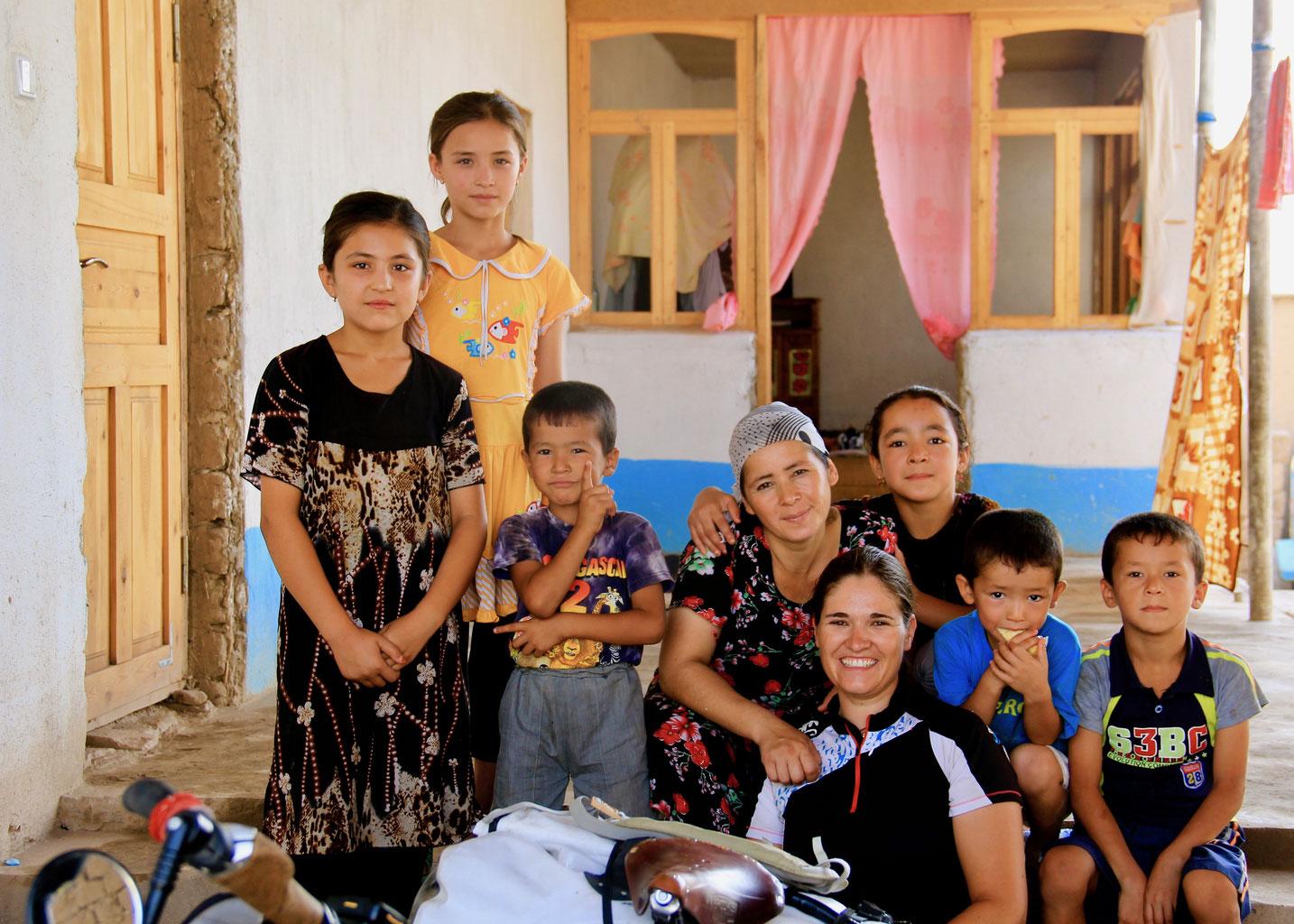 Was für eine nette Usbekische Familie kurz vor der Tadschikischen Grenz
