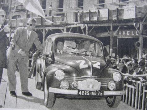 EQUIPAGE REDELE - SCOTT SUR RENAULT 4 CV AU RALLYE DE MONTE CARLO - 1951