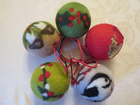 von li.: Schwammerlzeit, Ilex, Granatapfel (mit Blattgold), Meiserl, Secret Garden