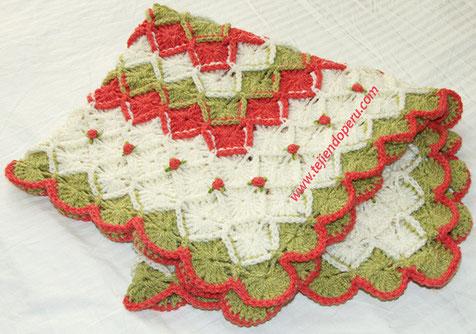 Cómo bordar rosas rococó sobre prendas tejidas