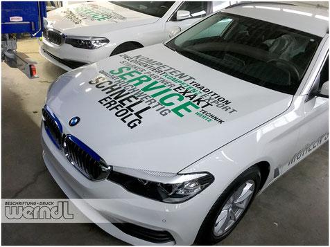 Digitaldruck in der Anwendung - Vollfoliert präsentiert das Fahrzeug das Corporate Design der Firma