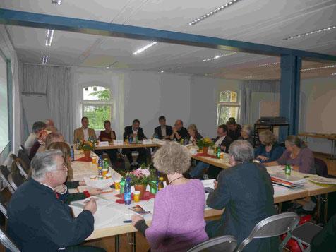 Religionen, Weltanschauungen und Kulturen Berlins beim ersten Rundtischgespräch