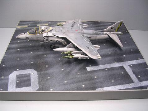 Die Platte ist gross genug, um auch große Modelle aufzunehmen oder dann mit Traktoren, Personal und Waffenwagen zu ergänzen
