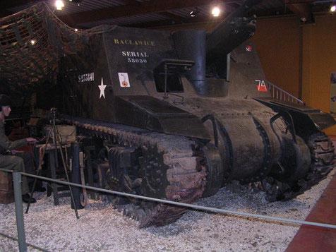 Im Museumsinneren gibt es diverse Originalfahrzeuge , u.a. diese Priest Haubitze M7 und eine Vielzahl sehr interessanter Ausrüstungs- und Munitionsstücke.