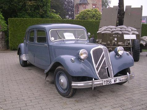 Eine Original Citroen P45, an ihm sieht man auch gut, wie gut Tamiya ihn mit seinem Bausatz getroffen hat.