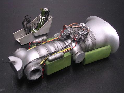 Das Triebwerk mit den drehbaren Düsenausgängen ist schon ein Modell für sich