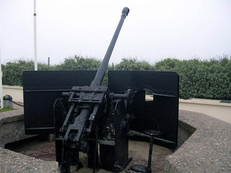 Gegen die Übermacht und Feuerkraft hatten sie mit den wenigen, kleinkalibrigen Geschützen nur wenig Chancen.