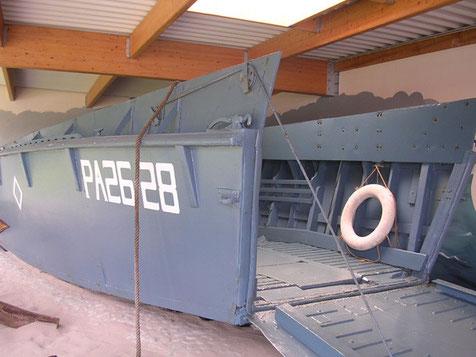 Ein LCM-2 Sturmboot, Platz für einen Schwimm-Jeep oder 20 Mann mit Ausrüstung.
