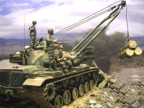 Der sicherste Platz im Gelände ist auf dem Panzer.